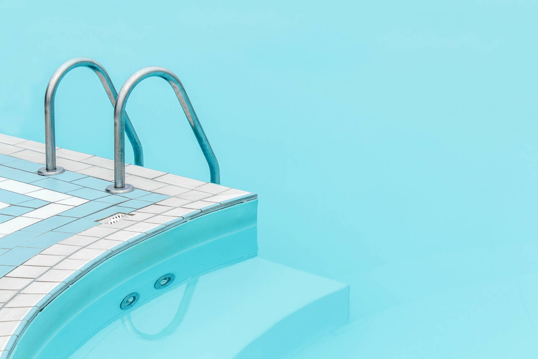 Nettoyant ligne d 39 eau piscine et spa for Produits pour piscine