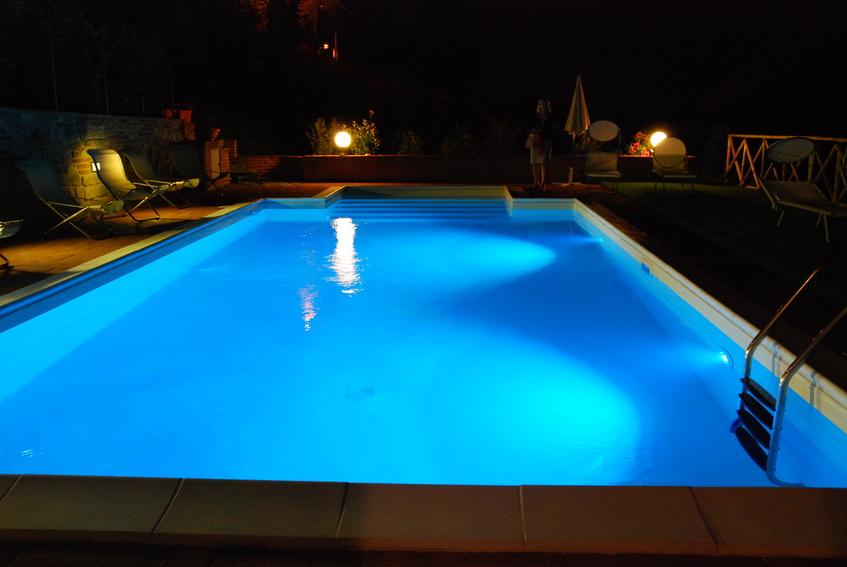 Peinture piscine coque polyester et b ton pr alablement for Piscine coque polyester ou acrylique