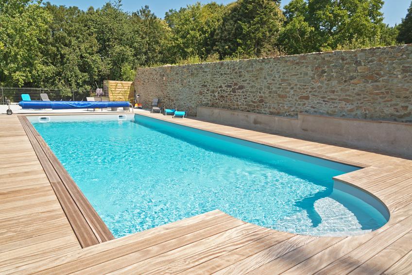 Peinture piscine coque polyester et b ton pr alablement for Piscine plastique
